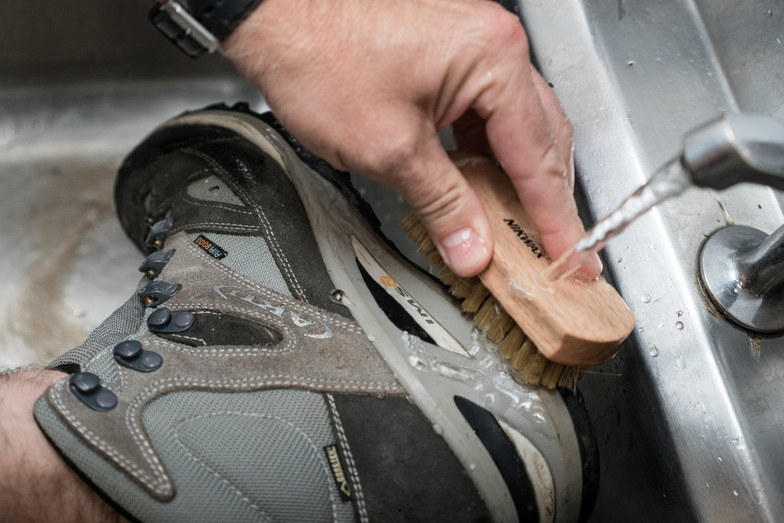 bootbrushing